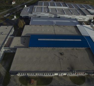 lapostető szigetelés gumilemezzel, kaviccsal terhelt tető, Firestone RubberGard EPDM gumilemez, gyártócsarnok lapostető szigetelése